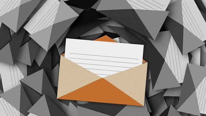 image avec plusieurs enveloppe d'emails
